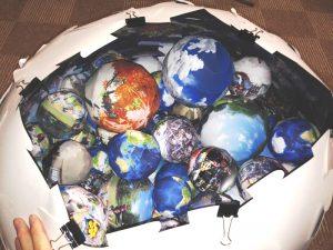 大量の球体
