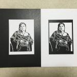 マツコ・デラックスの黒い切り絵と白い切り絵を反対の色の背景に置いたところ
